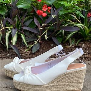 White cotton wedges with knot detail NWT - 8.5